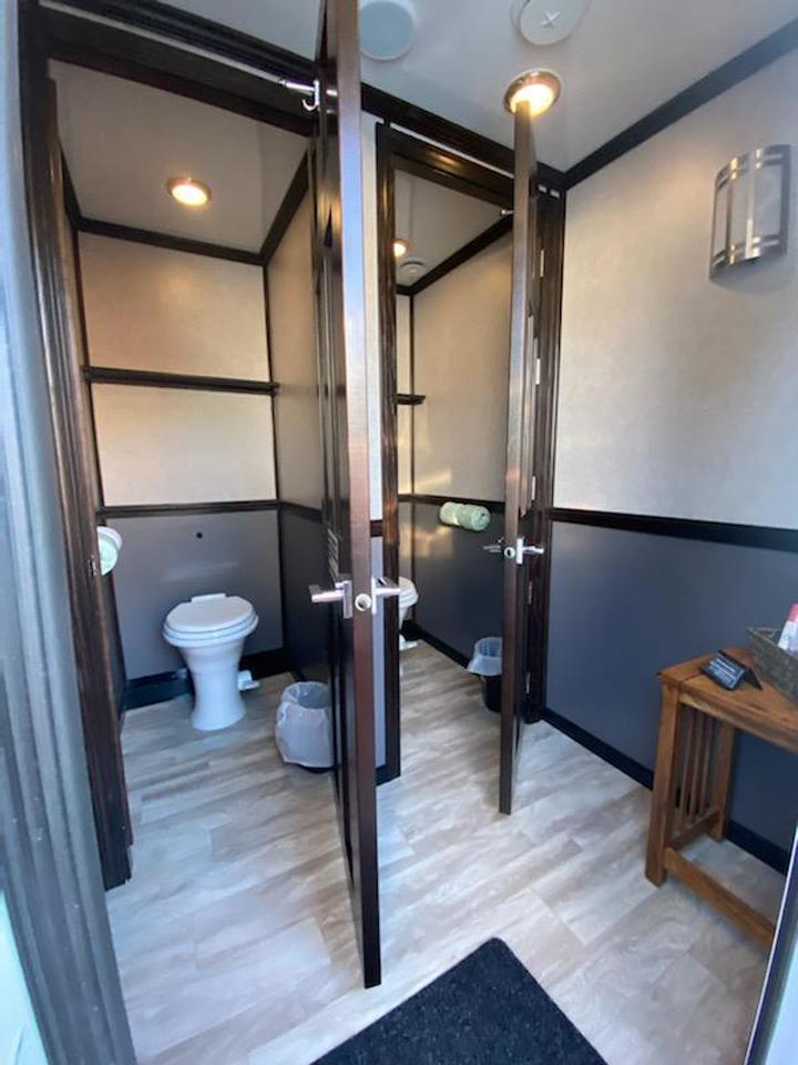 18' Urban Restroom Trailer-Inside View